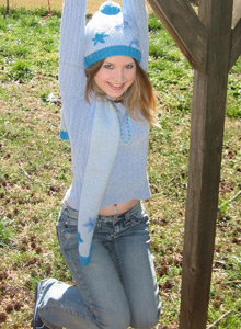 Watch As Shelby Strips Out Of Her Winter Clothes For The Camera - Picture 4